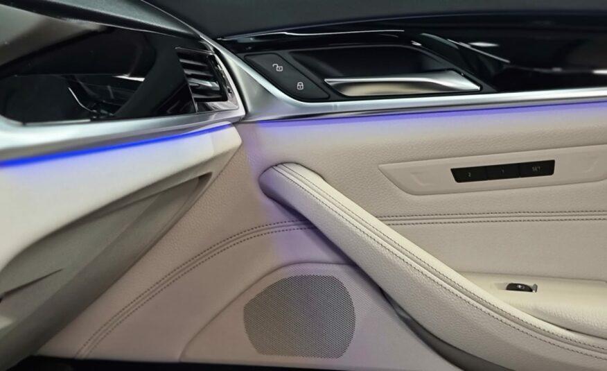 BMW 540i Sport Line *SoftClose* *Comfort zetels* *Camera*