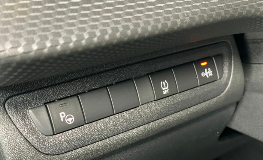 Peugeot 2008 1.6i / Leder interieur/ Panoramisch dak/